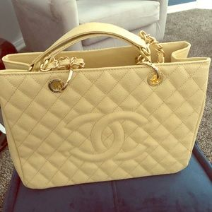 Chanel Beige Caviar leather GST